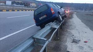 Tosyada otomobil bariyerlere çarptı: 1 yaralı