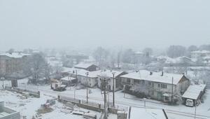 Büyükorhan'da yoğun kar yağışı etkili oluyor