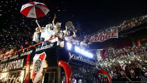 River Plate taraftarıyla buluştu