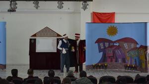 Adilcevazda, köy okullarında eğitim gören öğrenciler tiyatro ile tanıştı