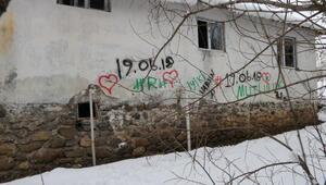 Hırsızlar soydukları evlere attıkları imzalarla yakalandı