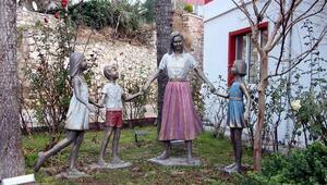 Pınarhisarda parka çocuk temalı heykel konuldu