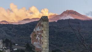 Etna Yanardağının çevresindeki depremlerde 10 kişi yaralandı