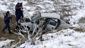 Ankarada otomobil şarampole devrildi: 2si imam, 3 ölü