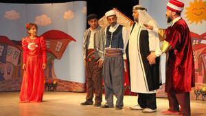 Köylerdeki öğrenciler tiyatroyla buluştu