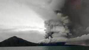 Endonezya'da tsunami bölgesindeki yanardağ için alarm seviyesi yükseltildi