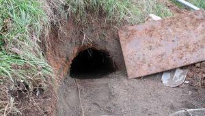 Aracının tekeri saplanınca ortaya çıktı Üsküdarda gizemli tünel