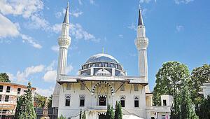 'Öncelikle İslam resmi din olarak kabul edilmeli'