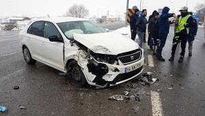 Boluda otomobil ile minibüs çarpıştı: 3 yaralı
