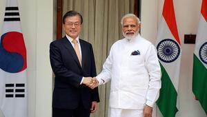 Hindistan Başbakanı Modinin ceketi moda oldu