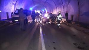 Tünelde 2 otomobil kafa kafaya çarpıştı: 1 yaralı