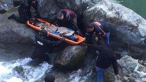 Aracın çarpmasıyla Çoruh Nehrine düşüp, öldü