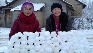 Elmalıda kar yağışı etkili oldu