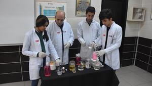 Okulun temizlik malzemesi öğrencilerden