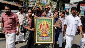 2 Hint kadın tapınağa girerek tarihe geçti