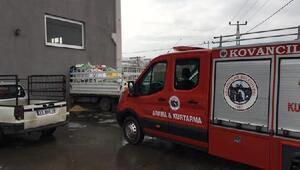 Elazığda kamyonet, iş yerinin duvarına çarpıp içeri girdi: 2 yaralı