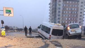 Son dakika... Gaziantepte yol çöktü, araçlar çukura düştü