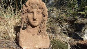 Pisidiada Büyük İskendere benzeyen mermer heykel bulundu