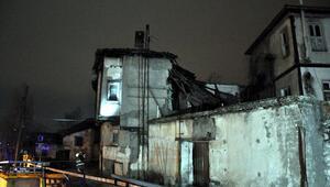 2 katlı metruk bina çöktü