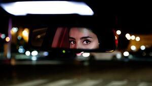 Suudi Arabistanda kadınların boşandıklarını sonradan öğrendiği uygulama sona eriyor