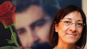 Gülten Kaya eşini anlattı: Her 16 Kasım'da öperek yüzüne yasladığım bir kırmızı gülüm var