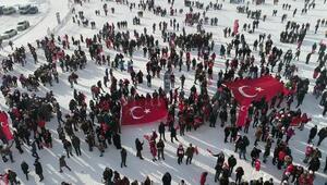 Sarıkamış şehitleri için 7den 70e 20 bin kişi karda yürüdü