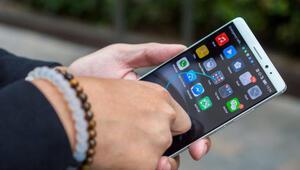 Huawei çalışanı iPhonela tweet attı, başı yandı