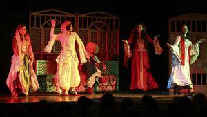 İşaret diliyle tiyatro gösterisi