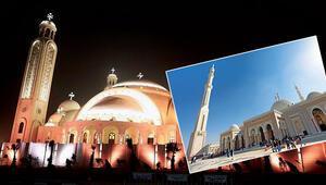 'En büyük katedral' ve cami yan yana