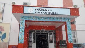 Adananın Feke ilçesinde eğitime kar tatili