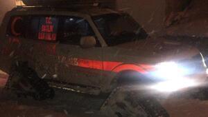 Kar yolları kapattı, Mustafanın imdadına paletli ambulans yetişti