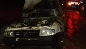 Yola terk edilen otomobil yandı