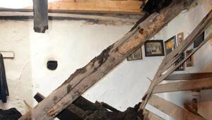 Ardahan'da kerpiç ev çöktü: 1 ölü, 2 yaralı
