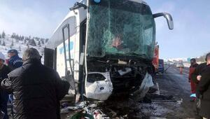 Ankarada yolcu otobüsü TIRa çarptı: 1 ölü, 8 yaralı
