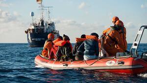 Akdenizde günlerdir bekleyen göçmenlerin durumu çözüme kavuştu