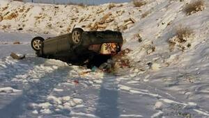 Kütahyada otomobil şarampole devrildi, karı-koca yaralandı