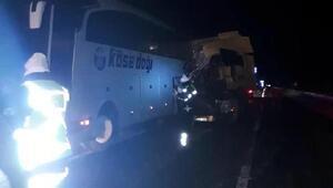 TIR, arıza yapan yolcu otobüsüne çarptı: 1 ölü, 2 yaralı