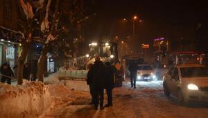 Tatvanda kar durdu, ekipler temizleme çalışması başlattı