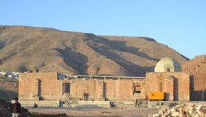 Hasankeyfte taşınan 610 yıllık minare, yeni yerinde yükseliyor