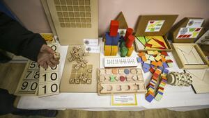 Bakan Selçuk, engelli öğrencilere ahşap oyuncak hediye etti