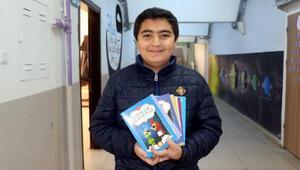 Ortaokul öğrencisi, bursuyla arkadaşlarına 250 kitap aldı