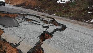 Bursada yol çöktü