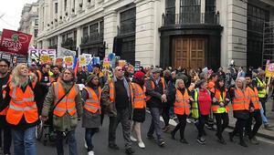 Londrada sarı yelek gösterileri