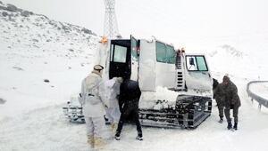Çıldırda karda mahsur kalanları Mehmetçik kurtardı