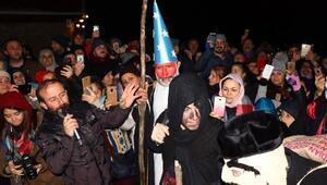Yunanlı turistler, Kalandarı kutladı