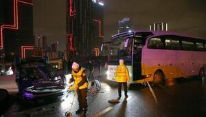Voleybol takımını taşıyan otobüs kaza yaptı