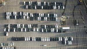 Yüzlerce lüks araç otoparklara çekildi