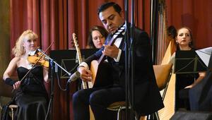 Yunus Emre, Mozart, Aşık Veysel, Shostakovich, Neşet Ertaş... Eserleri Viyana'da aynı konserde buluştu