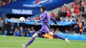 Efsane kaleci Petr Cech, futbola veda ediyor