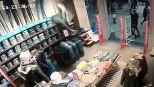 Taksimde akılalmaz soygun girişimi Müşteriler şaşkına döndü
